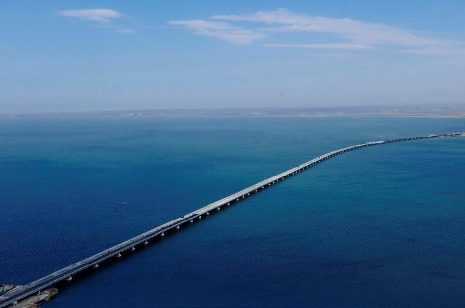 bridge-over-amur-bay