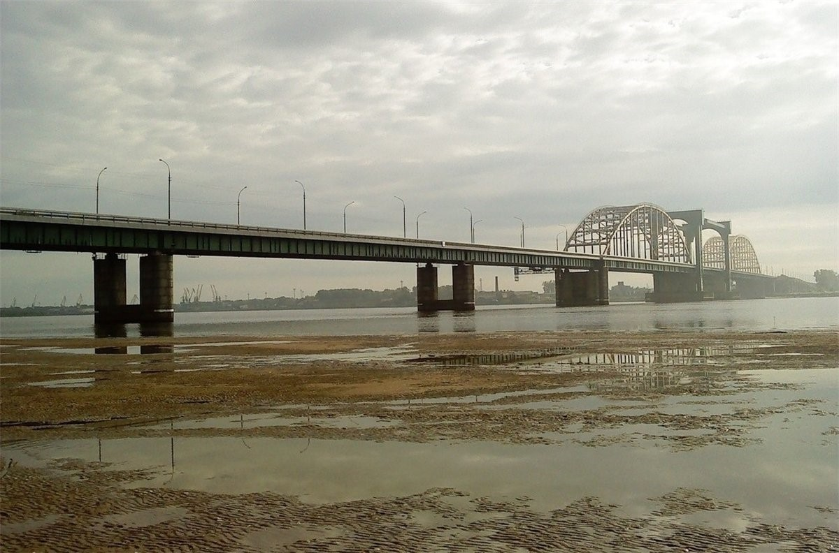 rail-road-bridge-over-yuribey