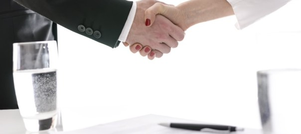 commercial-contracts-handshake